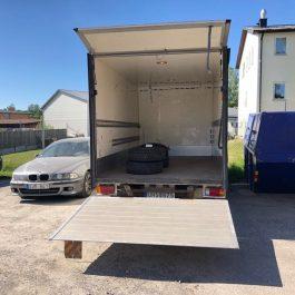 Hyra Skåpbil / Lätt lastbil med bakgavellyft